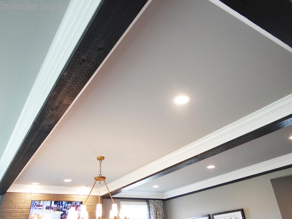 широкий ригель на потолке как обыграть фото изделия отличаются только