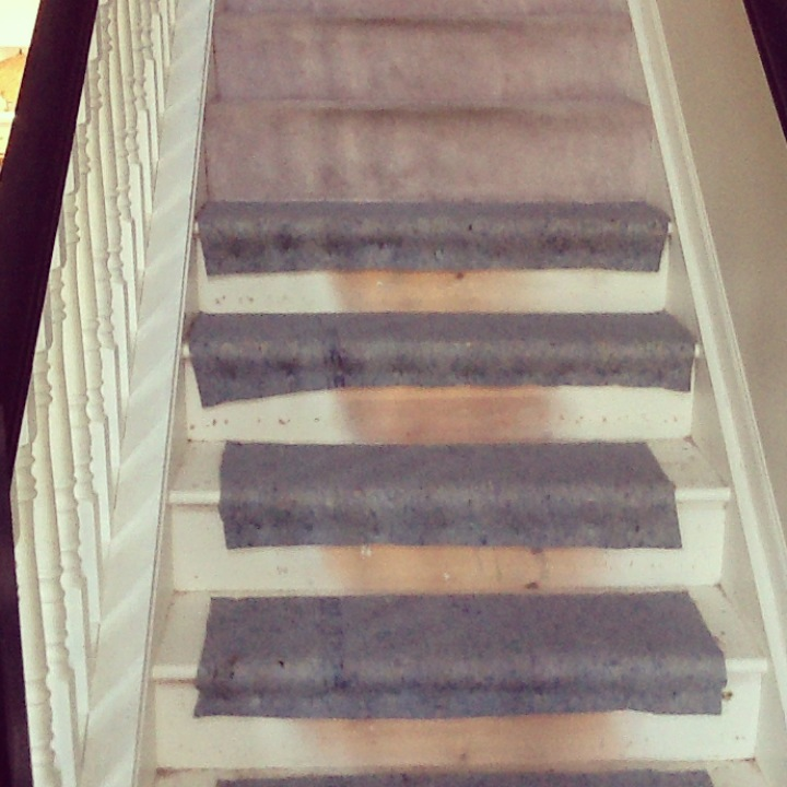 how to tear out carpet on stairs