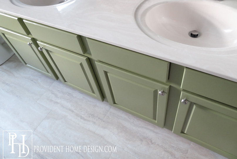 How To Paint A Bathroom Vanity Like A Professional - Painting bathroom vanity laminate