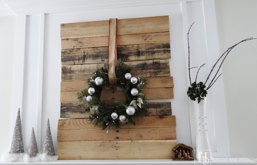Christmas Mantle Pallet DIY