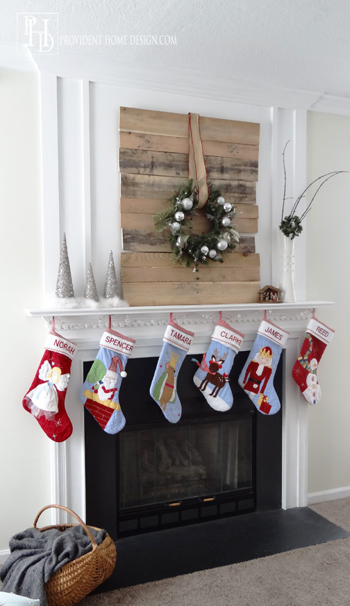 Christmas Pallet DIY Idea