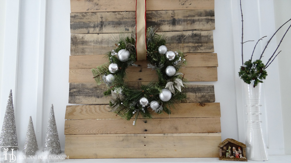 Christmas Pallet Decor