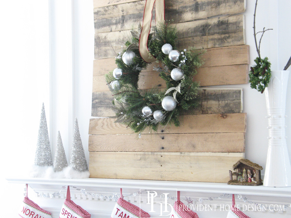 Christmas Pallet Project--Rustic Mantle Decor