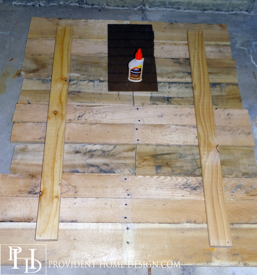 How to Build a Pallet Decor Backdrop