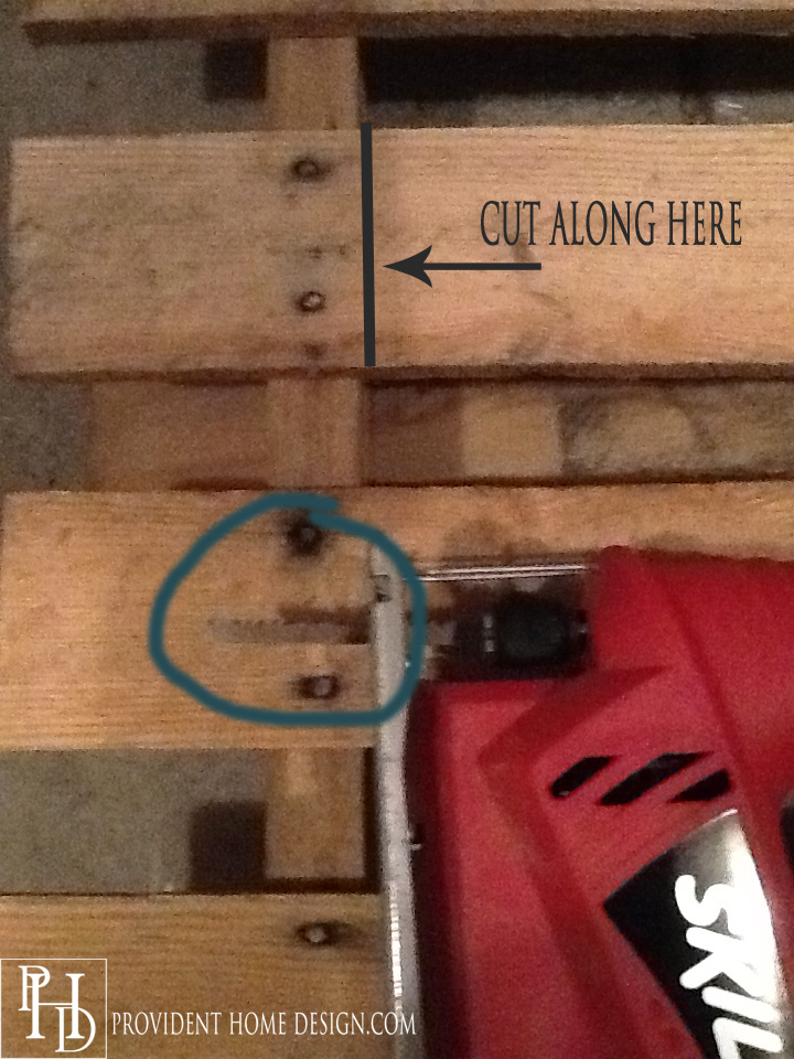 use jigsaw to cut pallet_edited-1