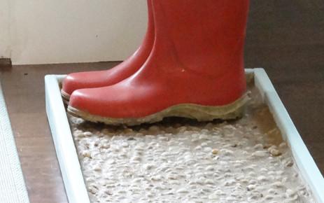 DIY Cobblestone Boot/Shoe Tray