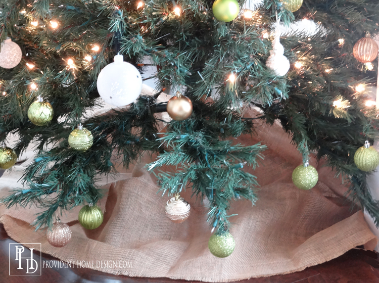 Easy DIY Burlap Tree Skirt