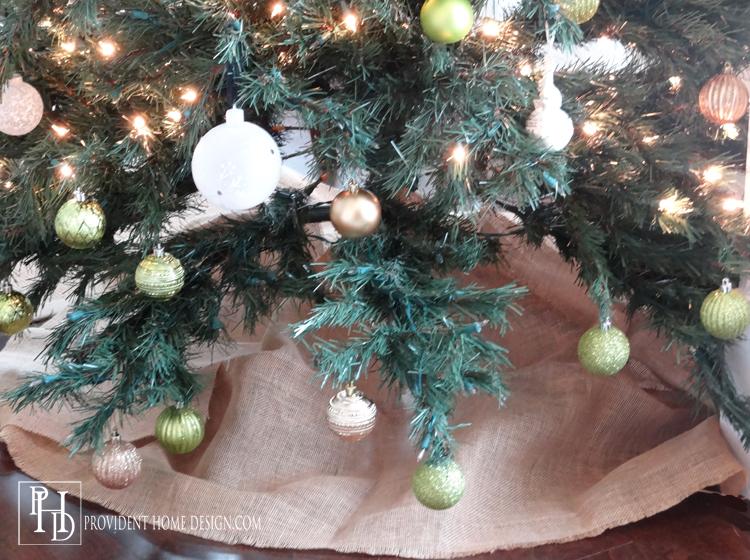Easy DIY Burlap Tree Skirt