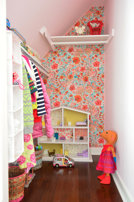 How to put Fabric on walls