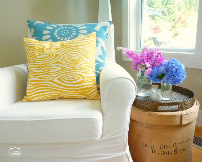 Super-Crazy-Easy-Fast-Ten-Minute-One-Piece-Envelope-Pillows-on-chair